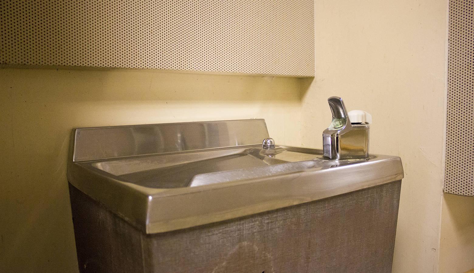 School water fountain. (FILE PHOTO: Peter Balonon-Rosen/IPB News)