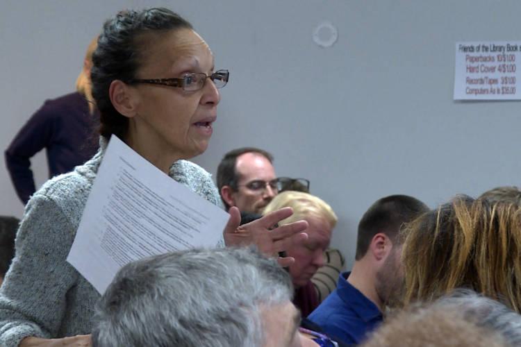 Maritza Lopez, president of the East Chicago Calumet Coalition Community Advisory Group, at the EPA hearing for Zone 1 on Nov. 29. (Rebecca Thiele/IPB News)