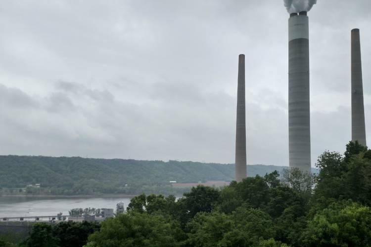 The Clifty Creek Power Plant near Madison, Indiana (Wikimedia Commons)