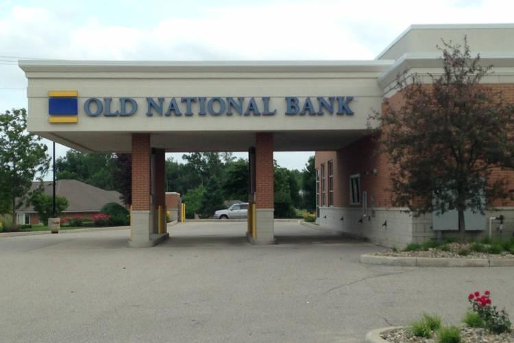 Old National Bank in Granger, Indiana. (Mrprofdrjjjj/Wikimedia Commons)