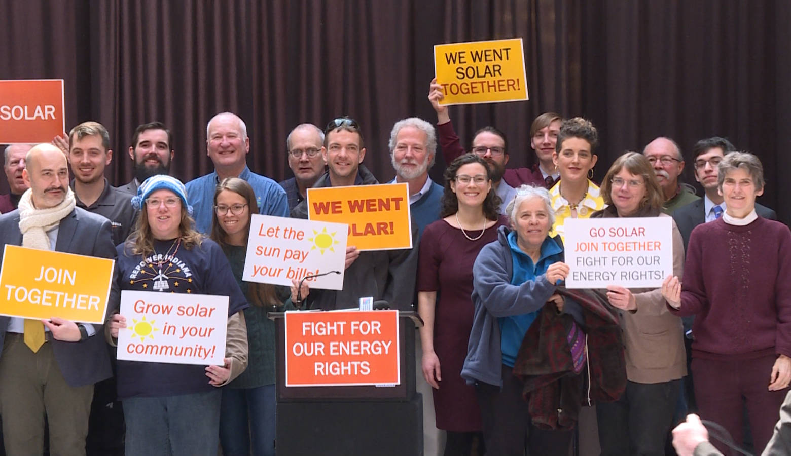 Renewable energy advocates at the 2019 Renewable Energy Day rally. (Rebecca Thiele/IPB News)