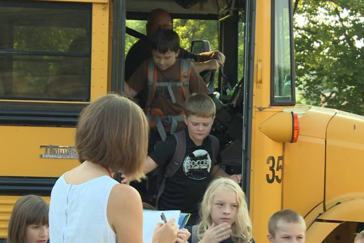 Kids getting off a school bus (WFIU/WTIU)