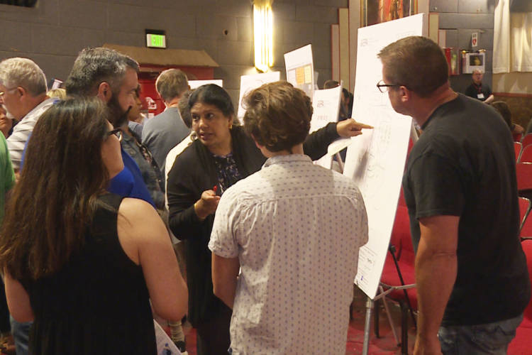 EPA toxicologist Bhooma Sundar talks with concerned Franklin residents about contamination from the Amphenol site (Rebecca Thiele/IPB News)