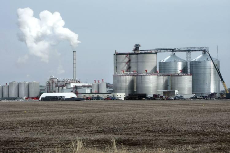 An ethanol manufacturing plant in West Burlington, Iowa. (Steve Vaughn/ Wikimedia Commons)