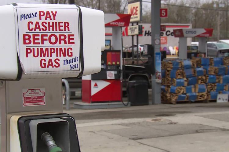 A pump at a Citgo station owned by Freedom Oil LLC. (Steve Burns/WTIU)