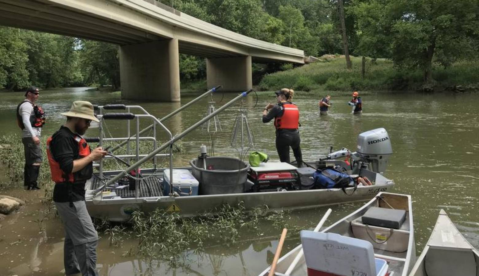 ORSANCO crew collects physical, chemical and biological data in the Ohio River basin. (@ORSANCOchannel/Twitter)