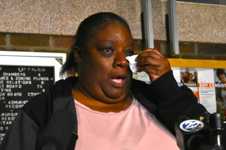 Eric Logan's wife, Shefonia Logan, talks to media following a meeting with the South Bend Police Chief and other city officials. (IPBS News / Justin Hicks)