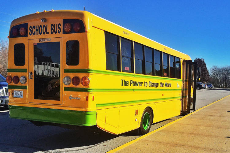 A Smith Electric School bus visits a middle school in Kansas City, Missouri, 2014. (Laura Supalla Gilchrist/Flickr)