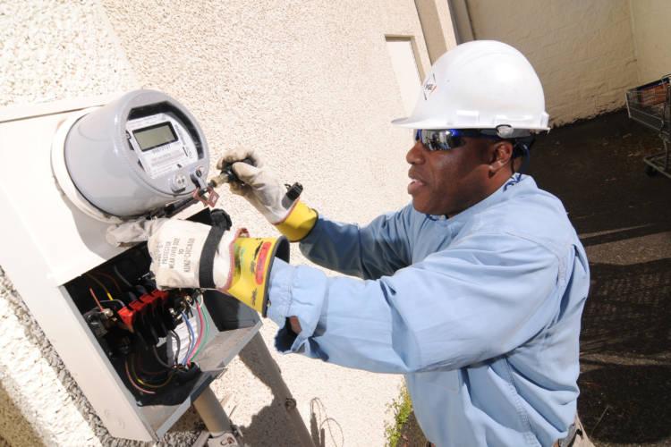 Installing a smart meter in Portland, Oregon, 2009. (Portland General Electric/Flickr)