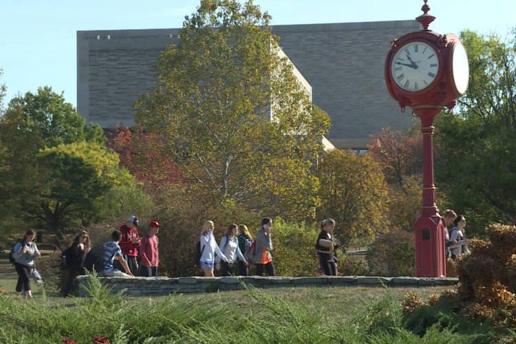 Students on Indiana University's Bloomington campus. (FILE PHOTO: Steve Burns/WTIU)