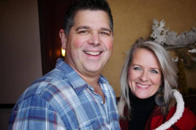 Brian Roth, left, and his wife Sharice. (employment2deployment.com)