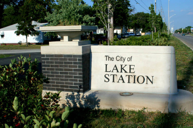 The city sign for Lake Station, 2008. (Wikimedia Commons)