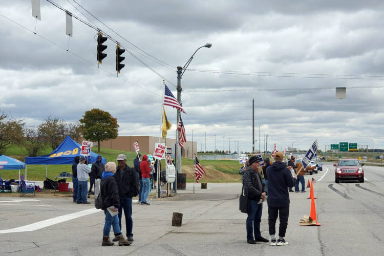 UAW members picket outside the GM Fort Wayne Assembly plant Thursday as they wait for word from the UAW National GM Council meeting in Detroit. (Samantha Horton/IPB News)