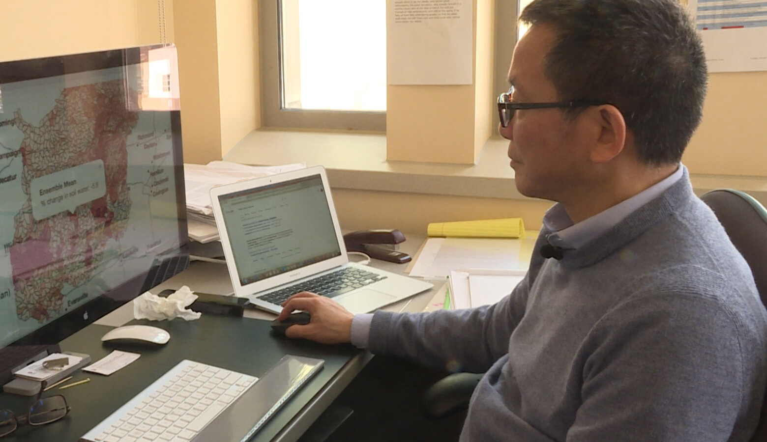 Indiana University Professor Chen Zu shows how people can use the mapping tool to find out how much water might be lost in their community in the future. (Rebecca Thiele/IPB News)