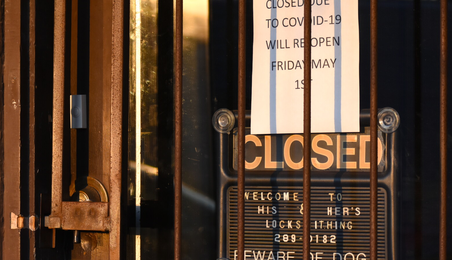 A business in South Bend closed due to COVID-19. (Justin Hicks/IPB News)