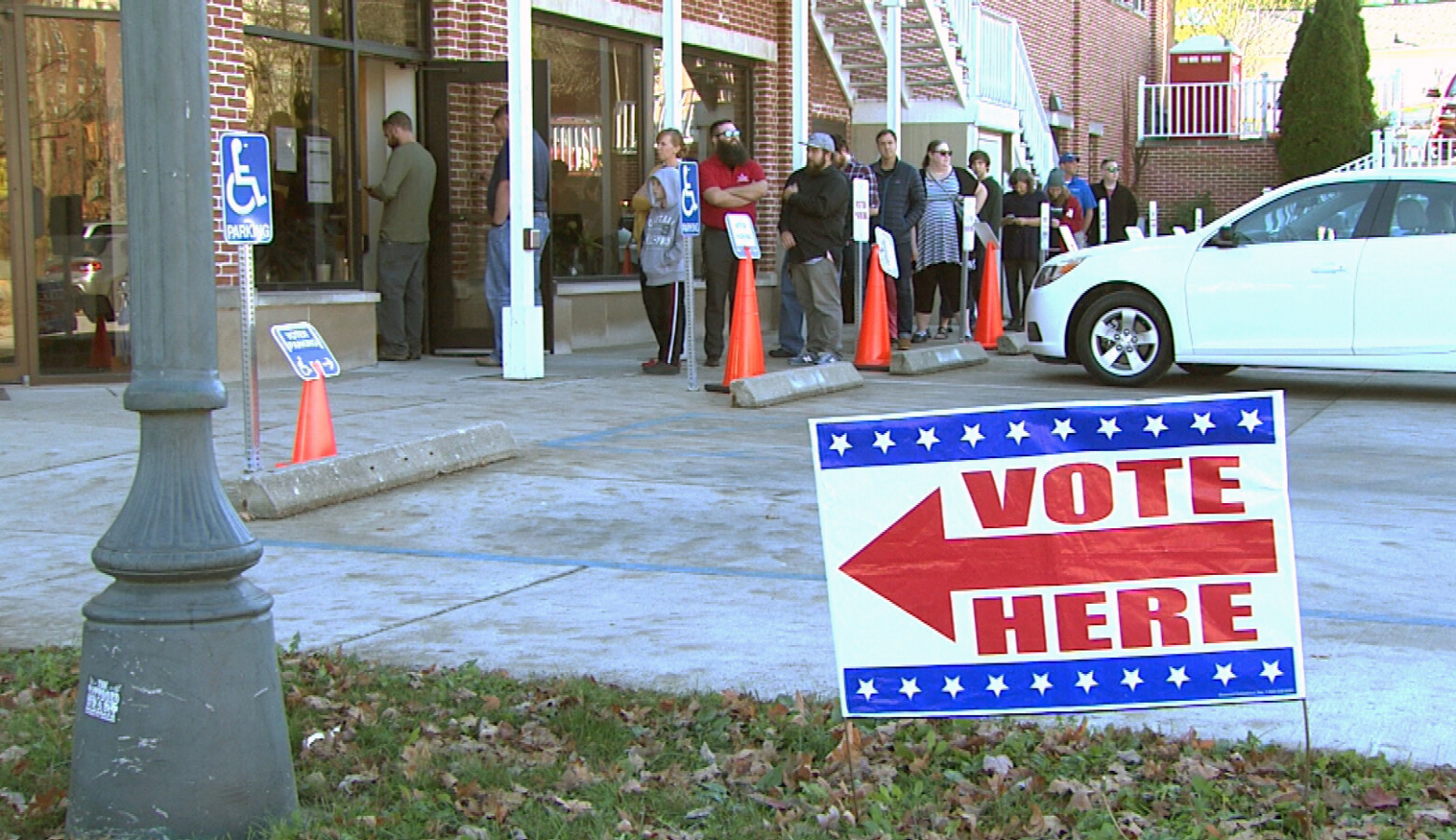 A 2019 Indiana law says only county election boards – by unanimous vote – can go to court to request extended polling hours on Election Day. (FILE PHOTO: Steve Burns/WTIU)