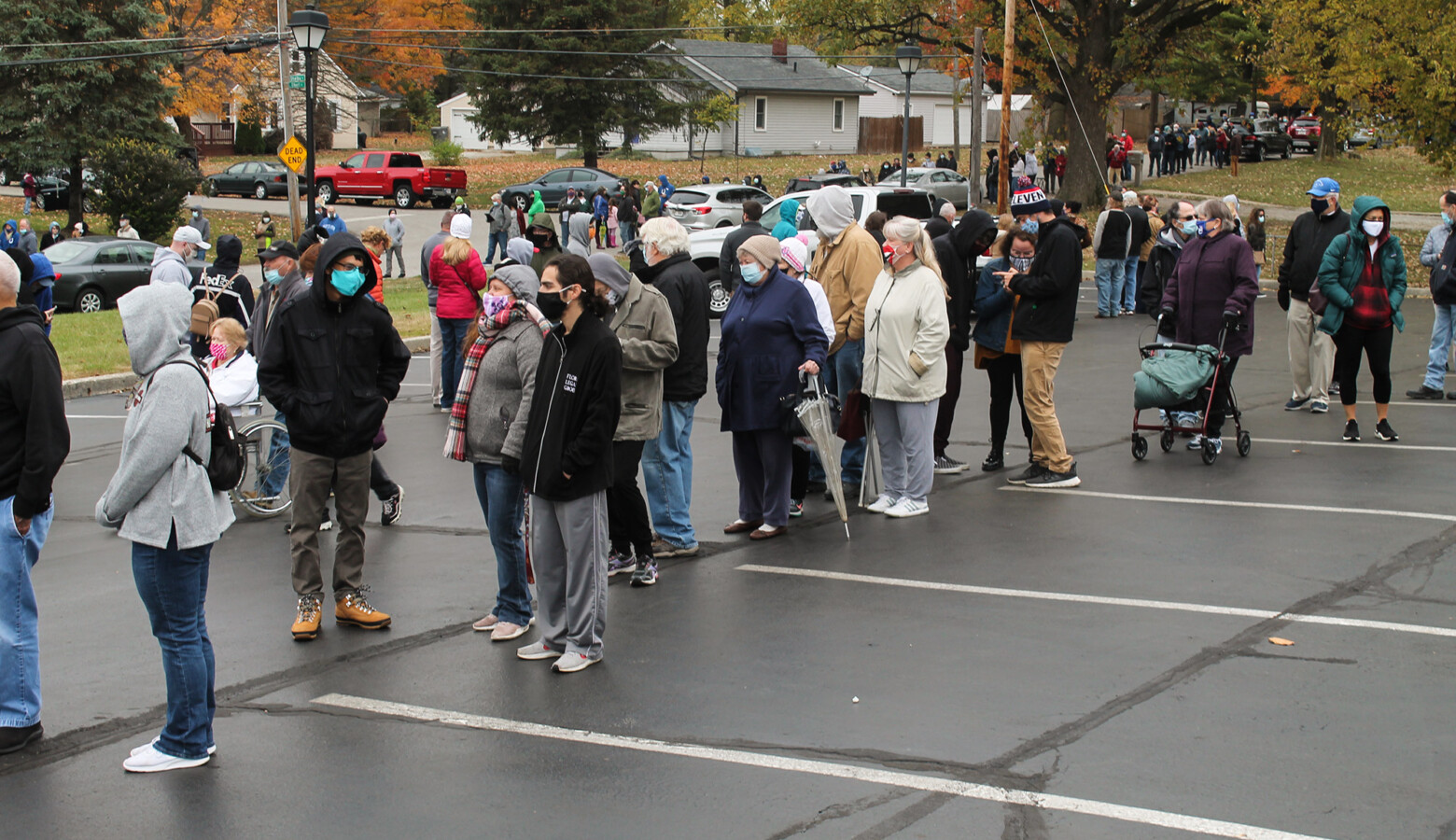 More than 400 people wait in line to vote early in Indianapolis. Indiana voters cannot ask state courts to extend polling hours on Election Day if there are problems at the polls, according to a 2019 Indiana law. (Lauren Chapman/IPB News)