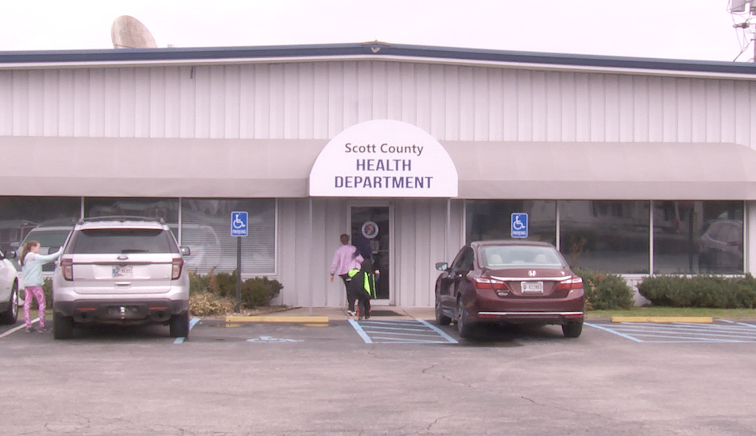 Scott County health officials say direct communication with communities has helped curb the spread of COVID-19. (FILE PHOTO: Seth Tackett/WTIU)