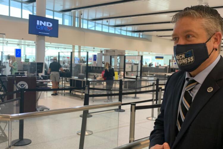 Indianapolis International Airport Security. (Jill Sheridan WFYI)