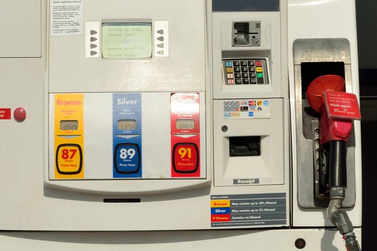 A Shell gas station pump (Rayson Ho/Wikimedia Commons)