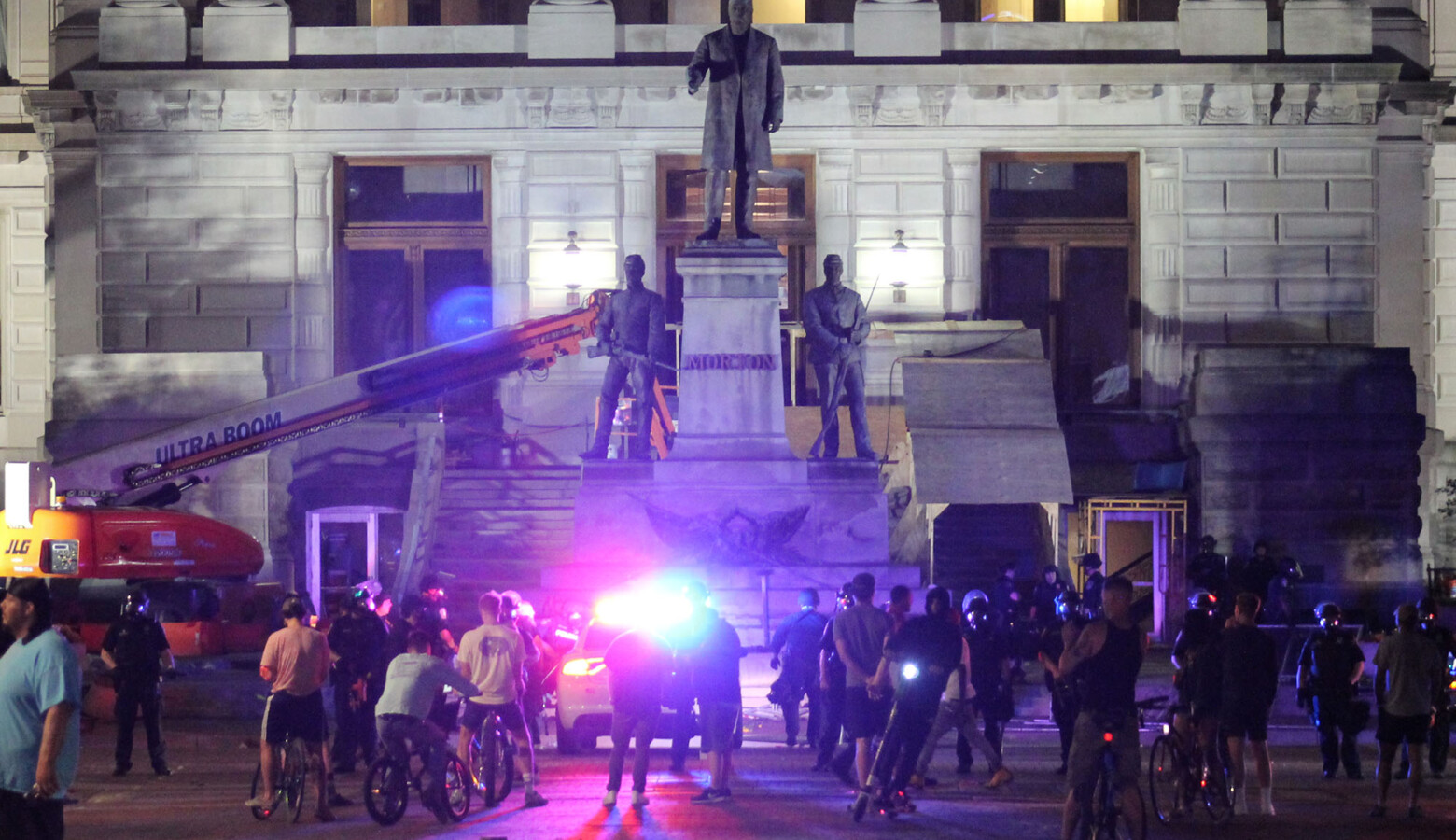Legislation requiring local governments to prioritize protection of monuments, statues and commemorative property is likely a reaction to 2020's Black Lives Matter protests. (Lauren Chapman/IPB News)