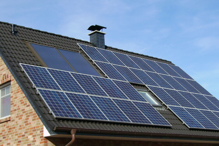 Solar panels on a roof. Higher net metering rates are set to expire in Indiana by July 2022. (Pujanak/Wikimedia Commons)